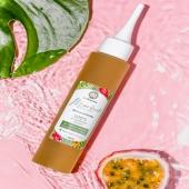 SÉRUM VÉGÉTAL 🌼 Stimule la pousse • Fortifie • Nourrit en profondeur   Ce Sérum Pousse est composé d'huiles végétales et essentielles aux vertus stimulantes, fortifiante et anti-chute ce qui apportera un vrai coup de fouet à votre chevelure !   Ce soin d'exception 100% d'origine naturelle est une véritable cure de beauté pour vos cheveux.   GESTE BEAUTE LA BOUCLET' 💚 Appliquez raie par raie sur le cuir chevelu à l'aide de l'embout précision. Massez délicatement.   • Cure : Idéalement réalisez ce rituel trois soirs par semaine. Sans rinçage.  • Bain d'huile : Laisser agir au moins 1 heure, puis rincer abondamment et procéder au shampooing Mouss' boucle  À SAVOIR ! À conserver à l'abri de la chaleur.  Ce Sérum Pousse est déconseiller aux femmes enceintes et allaitantes ni aux enfants de moins de 6 ans car contenant de l'Huile essentielle de Cade.   Retrouvez ce Sérum pousse sur le site internet la-bouclette.com ✨  • • • • • • •#cheveuxcrepus #nappyhair #afrohair #afro #cheveuxbouclés cheveuxnaturels #cheveuxafro #hairstyle #hair #naturalhairgrowth #afrohairstyle #naturalhair #nappy #curlyhair #curlyhairstyles #frizzyhair #babyafro #care #babyboy #baby #afrohairstyle #nappyafro #babyshop #naturalhairgrowth #natural #routinecheveux #labouclette  #routinecapillaire #cheveuxbouclés